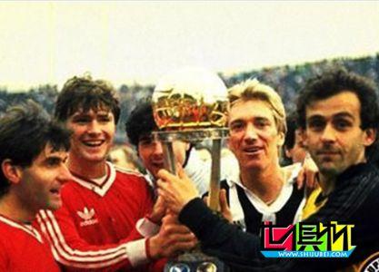 1985年12月8号意大利尤文图斯4:2(点球)击败阿根廷青年人
