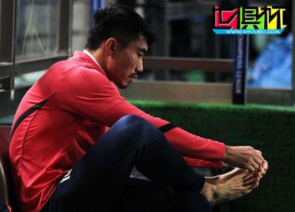 国足最新名单:恒大5将郑智再落选 张玉宁入选