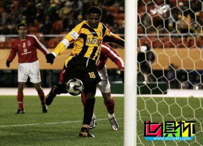 """2005世俱杯伊蒂哈德1:0淘汰阿赫利 """"亚洲切尔西""""梦想在路上"""