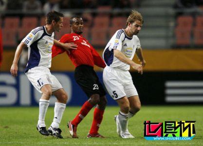 2006世俱杯-阿赫利2-0奥克兰 半决赛挑战巴西国际队