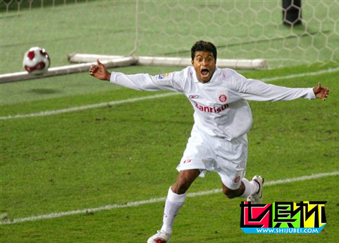 2006世俱杯-国际2-1力克非洲冠军 决赛恐将遭遇巴萨