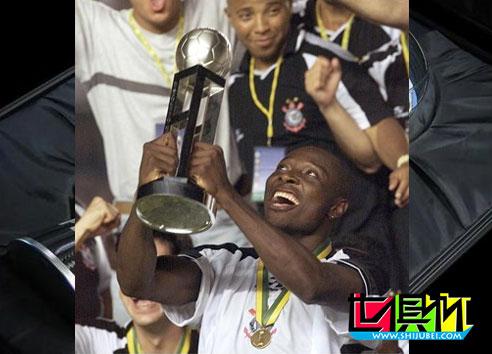 2012年之前世俱杯冠军捧杯时刻 巴萨曼联米兰双雄