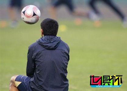 """里克尔梅抵达日本助威博卡 成为""""头号明星球迷"""""""