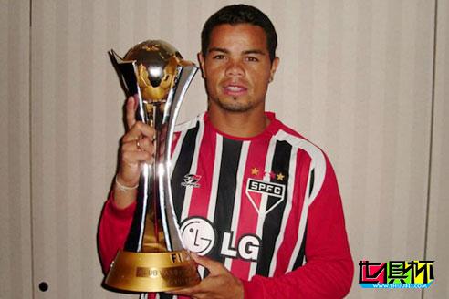 05年世俱杯冠军成员多尼泽特,当年为吸毒卖了奖牌