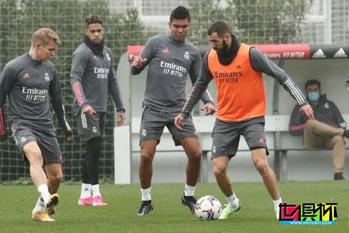 马卡报:皇马中场卡塞米罗新冠检测转阴已回归训练