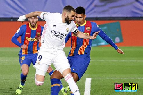 西甲:皇马主场2-1双杀巴萨拿下4连胜,本泽马脚后跟破门