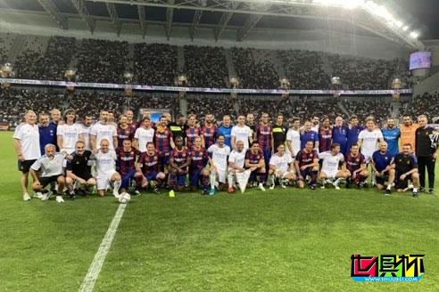 众星团聚,皇马传奇队3-2逆转巴萨传奇队,小罗点射拔头筹-第2张图片-世俱杯